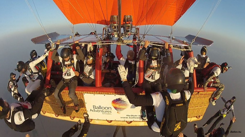 Second Guinness record  25 Skydivers jump simultaneously
