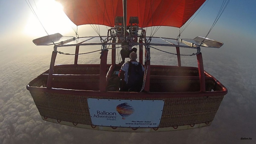 Last jump by Mike Howard (GBR), hot air balloon pilot too