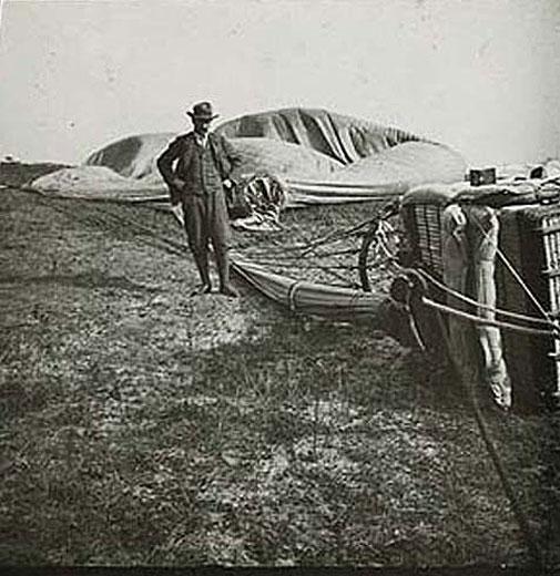 Ile-de-France csapat 1907-ben Hurbertsville -ben, New Jersey-ben, szállt le 1408 km repülés után, ami a második helyhez volt elég